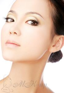 Выбор крема вокруг глаз