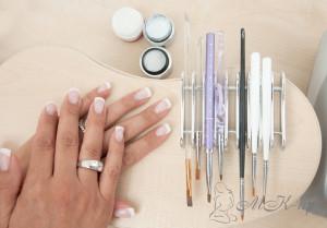 Технология укрепления ногтей шелком